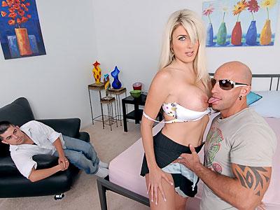 mega store bryster fod fetish